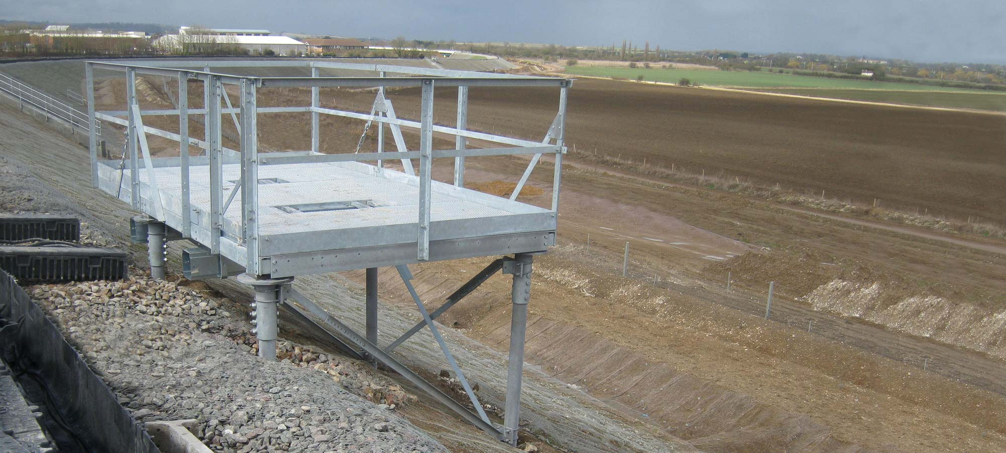 FLI produce a complete range of LOC Platforms and staging platforms.
